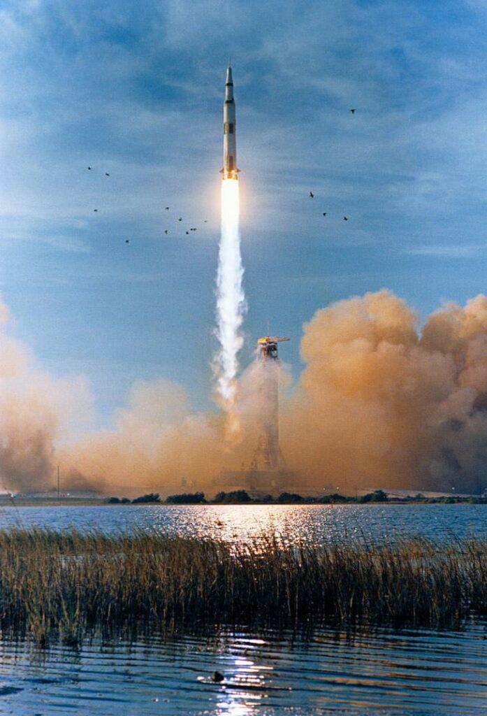 Esta foto muestra la celebración del 50 aniversario del lanzamiento de Apolo 8 a la historia.