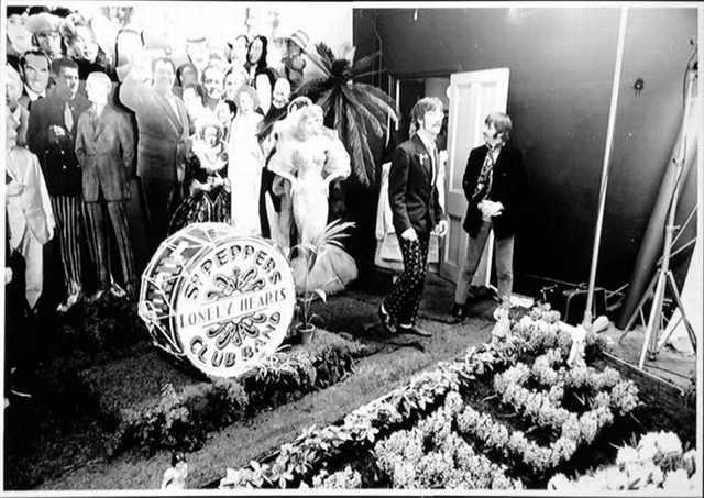 La sesión de fotos para la portada del sargento. Pepper's Lonely Hearts Club Band