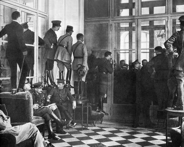 La firma del tratado de Versalles, 1918.