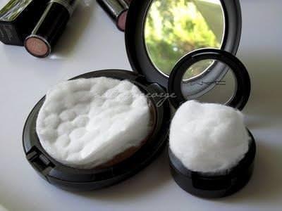 Una almohadilla de algodón en su funda de polvo evitará que se rompa.