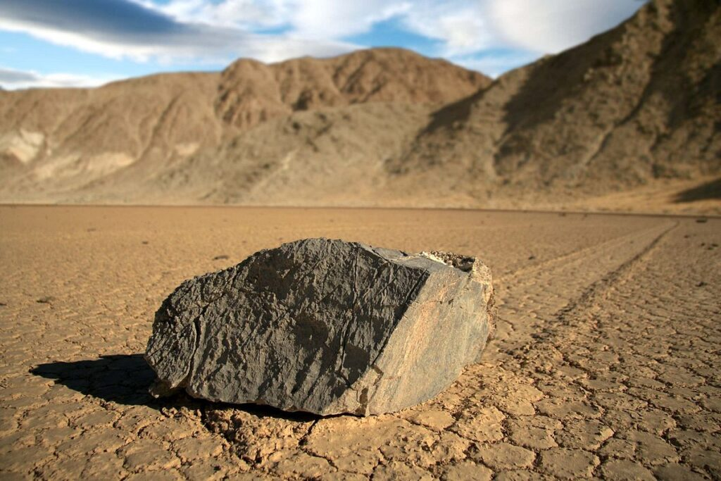 El misterio del Death Valley Moving Stones.